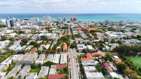 Flyg- längd i fot räknat av Miami Beach andelslägenheter arkivfilmer
