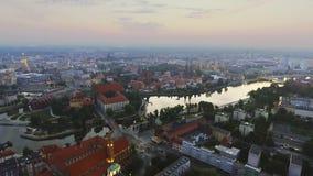 Flyg- längd i fot räknat av Wroclaw, europeisk huvudstad av kultur mitt stock video