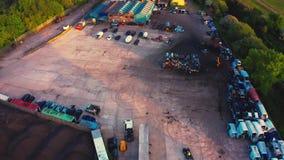 flyg- l?ngd i fot r?knat f?r surr 4K av en medelskrotupplag - som finnas i Sheffield, Yorkshire, England lager videofilmer
