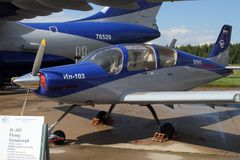 Flyg l testaircraft IL-103 på det internationella flyget och set Royaltyfria Foton
