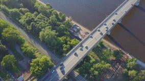Flyg- Lancang River bro gem Huvudväg över floden, flyg- sikt Arkivbild