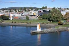 Flyg- landskapsikt av den Mersey flod- och Devonport staden Tasmanien Australien royaltyfria foton