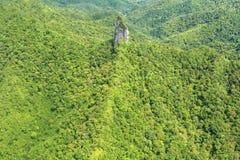 Flyg- landskapsikt av den Te Rua Manga bergRarotonga kocken Is Royaltyfri Bild