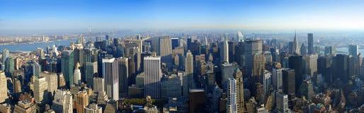 flyg- manhattan som är ny över den panorama- sikten york royaltyfri bild