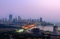 Flyg- Mumbai vid natt arkivbild