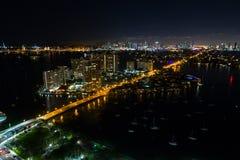 Flyg- nattfoto av Belle Isle Island Miami Beach Royaltyfri Fotografi