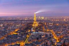 Flyg- nattsikt av Paris, Frankrike royaltyfri bild