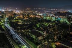 Flyg- nattsikt på Puerto de la Cruz arkivfoton