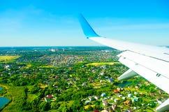 Flyg ovanför en jordning Arkivbild