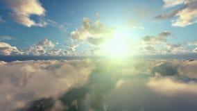 Flyg ovanför morgonmoln stock video