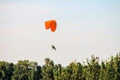 Flyg på den motoriska glidflygplanet Royaltyfria Foton