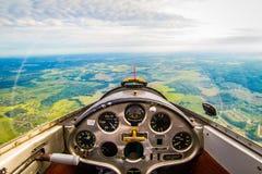 Flyg på en glidflygplan Arkivfoto