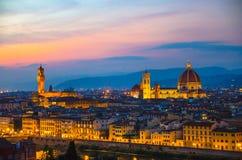 Flyg- panorama- aftonsikt för överkant av den Florence staden med den Santa Maria del Fiore för DuomoCattedrale di domkyrkan arkivfoton