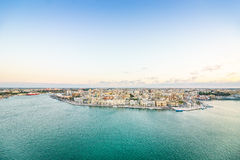 Flyg- panorama av Brindisi, Puglia, Italien royaltyfri bild