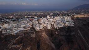 Flyg- panorama av den Fira staden, Santorini stock video