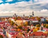 Flyg- panorama av den gamla staden, Tallinn, Estland Arkivfoton