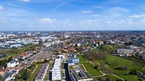 Flyg- panorama av den Reze staden i Loire Atlantique arkivbilder
