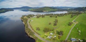 Flyg- panorama av Huon River och dalen, Tasmanien Royaltyfria Foton