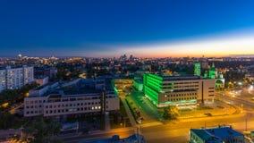 Flyg- panorama av Moskvadagen till natttimelapse från tak Skyskrapor Kreml står högt och kyrkor, stalin hus arkivfilmer