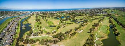 Flyg- panorama av Patterson River Golf Club, Melbourne som är austral Arkivfoto