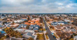 Flyg- panorama av suburbian hus i Carrum arkivfoto