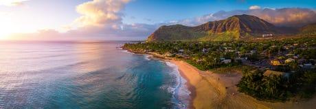 Flyg- panorama av västkusten av Oahu royaltyfri foto