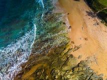 Flyg- panorama- bilder av Dicky Beach, Caloundra, Australien arkivbild