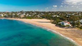 Flyg- panorama- bilder av Dicky Beach, Caloundra, Australien lager videofilmer