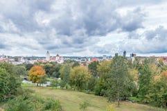 Flyg- panorama- cityscapesikt av Vilnius i Litauen royaltyfri foto