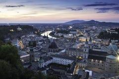 Flyg- panoramautsikt av den berömda historiska staden av Salzburg Royaltyfri Foto