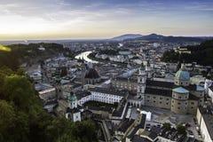 Flyg- panoramautsikt av den berömda historiska staden av Salzburg Fotografering för Bildbyråer