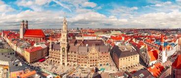 Flyg- panoramautsikt av den gamla staden, Munich, Tyskland arkivbilder