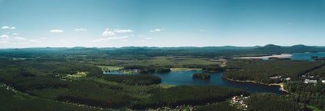 Flyg- panoramautsikt av landet av sjöar, Ryssland, södra Ural royaltyfri foto