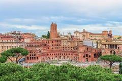 Flyg- panoramautsikt på Trajans marknad (Mercati Traianei på via deien Fori Imperiali) Arkivfoton