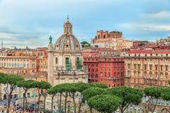 Flyg- panoramautsikt på Romanens Triumphal Trajans kolonn (Colonna Traiana) Fotografering för Bildbyråer