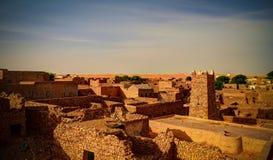 Flyg- panoramautsikt till Chinguetti moské, ett av symbolerna av Mauretanien arkivbilder