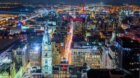 Flyg- Philadelphia cityscape vid natt arkivbilder