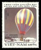 Flyg randig luftballong Arkivbilder