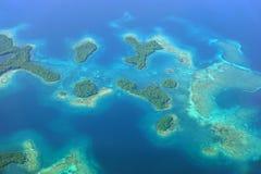 Flyg- seascape med öar och korallreven Panama Royaltyfri Bild