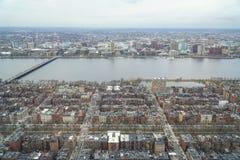 Flyg- sikt över Boston och Charles River - BOSTON, MASSACHUSETTS - APRIL 3, 2017 Arkivfoto
