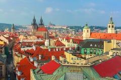 Flyg- sikt över gammal stad i Prague, Tjeckien Fotografering för Bildbyråer
