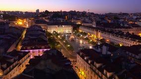 Flyg- sikt över staden av Lissabon på natten - LISSABON/PORTUGAL - JUNI 14, 2017 stock video