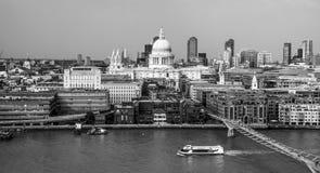 Flyg- sikt över staden av London från Tate Modern - LONDON - STORBRITANNIEN - SEPTEMBER 19, 2016 Arkivfoto