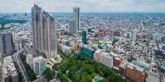 Flyg- sikt över storstaden av Tokyo - TOKYO, JAPAN - JUNI 17, 2018 arkivbild