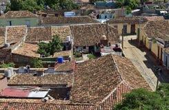 Flyg- sikt över taken av den koloniala staden Trinidad, pittoreska beståndsdelar av traditionell arkitektur Arkivfoto