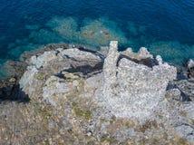 Flyg- sikt av öarna av Finocchiarola, Mezzana, en Terra, halvö av Cap Corse, Korsika Arkivbilder