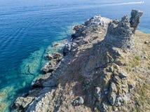 Flyg- sikt av öarna av Finocchiarola, Mezzana, en Terra, halvö av Cap Corse, Korsika Arkivfoton