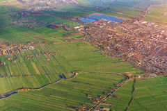 Flyg- sikt av Amsterdam Netherland Flyg- solnedgångsikt Arkivfoto