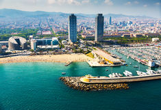 Flyg- sikt av anslöt yachter i port Barcelona Arkivfoton