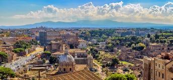 Flyg- sikt av arkitektoniska byggnader på Rome Arkivfoto